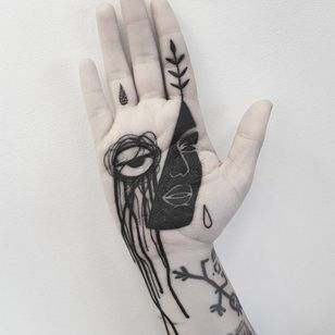 Palm tattoo by Matteo Nangeroni #MatteoNangeroni #Handtattoos #palmtattoo #palm #blackwork #abstract #linework #leaves #face #portrait #eye #teardrop #rain #leaves #nature #tattoooftheday