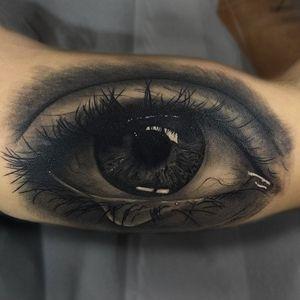Realistic eye by Franky Lozano #FrankyLozano #eyetattoos #blackandgrey #realism #realistic #hyperrealism #eye #crying #tears #iris #eyelashes