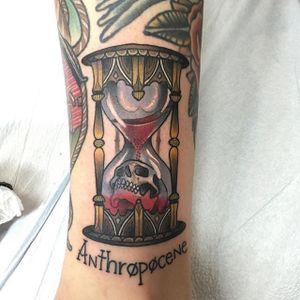 Hourglass Tattoo by Emmanuel Mendoza #hourglass #hourglasstattoo #neotraditionalhourglass #neotraditional #neotraditionaltattoo #neotraditionaltattoos #neotraditionalartist #boldtattoo #EmmanualMendoza