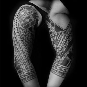 Geometric Polynesia sleeve. (via IG - colinzumbro) #geometric #polynesian #blackwork #sleeve #largescale #colinzumbro