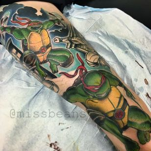 Teenage Mutant Ninja Turtle Tattoo by Jessie Beans #ninjaturltle #ninjaturtletattoo #colorfultattoo #traditional #traditionaltattoo #boldtattoos #brigthtattoos #JessieBeans