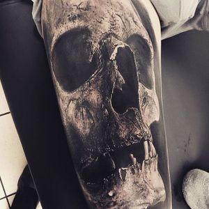 Skull, by Sandry Riffard. (via IG—audeladureeltattoobysandry) #SandryRiffard #Skulls #Realism #Metal