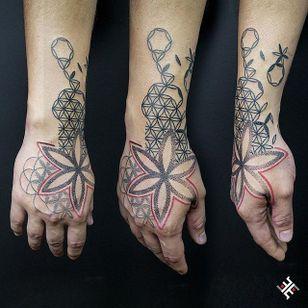 Dotwork Flower Tattoo #Dotwork #Geometric #DotworkGeometric #PatternTattoos #Effedots
