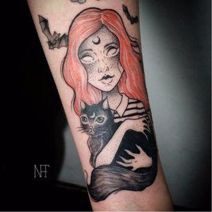 Louca por gatos! #NatháliaCorrêa #fineline #delicadas #TatuadorasDoBrasil #gato #cat #catlover #morcego #bats #pontilhismo #dotwork