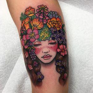 Flores nos cabelos #RobertoEuan #gringo #fullcolor #colorida #woman #mulher #girl #garota #menina #flor #flower #folha #leaf