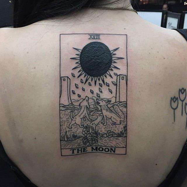 A lua #SeanArnold #tarot #tarô #tarotcard #tarottattoo #tarotstyle #exoterico #exoterismo #lua #moon #wolf #lobo #lagosta #torre #tower