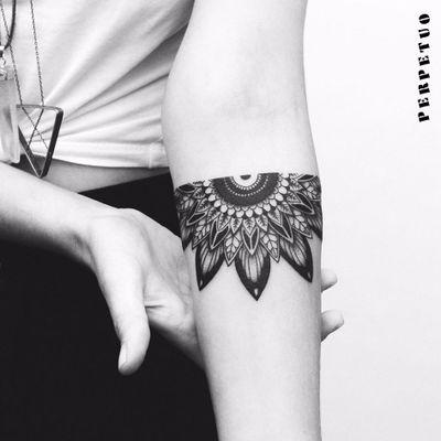 Half Mandala! #PerpetuoTattoo #BernardoBoni #RioDeJaneiro #fineline #blackwork #designer #TatuadoresDoBrasil #mandala
