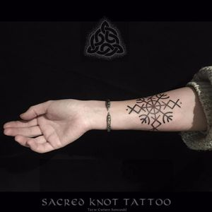 Futhark antigo, uma versão do alfabeto runico dos antigos povos escandinavos #SeanParry #viking #nordic #nordico #vikingstyle #tatuagemviking #culturanordica #mitologianordica #runa #rune #futharkrunes