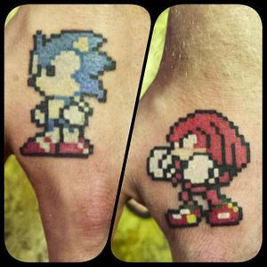 Kunckles and Sonic hand tats by Steven O'Connor (via IG -- oconnor_ink) #stevenoconnor #friendtattoos #sonicthehedgehog