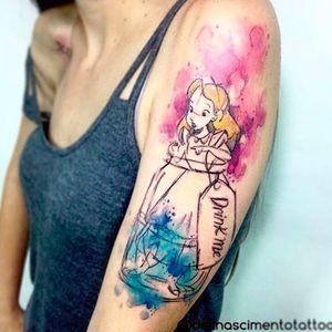 Por @dellnascimento #DellNascimento #Watercolor #Aquarela #TatuagemAquarela #AliceNoPaisDasMaravilhas #AliceInWonderland #TatuadoresBrasileiros #TatuadoresBrasil
