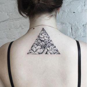 Triangle flower tattoo by Dasha Sumkina #dashasumkina #finelines #blackwork #dotwork #flower #floral #triangle #geometric