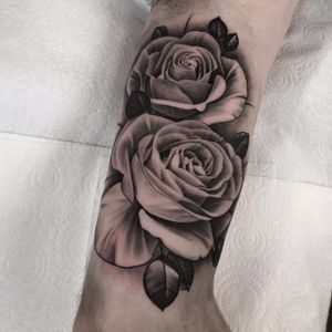 The many petals by Pete the Thief #PetetheThief #blackandgrey #realism #realistic #hyperrealism #rose #roses #leaves #thorns #flowers #floral #tattoooftheday