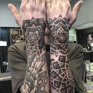Tattoo by Nathan Mould #patterntattoo #patternwork #geometric #geometrictattoo #geometrictattoos #geometricartists #patternworkartist #dotwork #contemporarytattoos #NathanMould