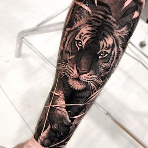 Realistic tiger by Matias Noble #MatiasNoble #blackandgrey #realism #realistic #hyperrealism #tiger #plants #junglecat #cat #tattoooftheday