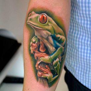 Cool frog forearm tattoo. #SandraDaukshta #frog #frogtattoo