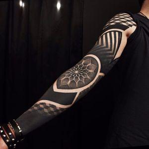 Sleeve. (via IG - erv2) #largescale #geometric #sleeve
