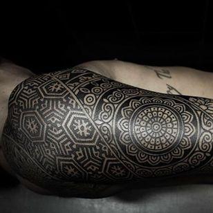 A geometric sleeve. (via IG - alexiscalvie) #dotwork #geometric #sleeve #largescale #alexiscalvie