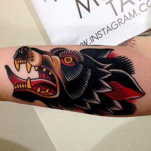 Traditional Wolf Tattoo by Jonathan Montalvo @montalvotattoos #jonathanmontalvo #montalvotattoos #traditional #wolf