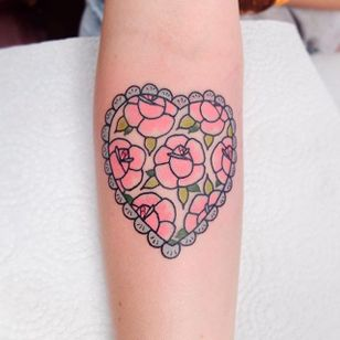 Flower-studded heart tattoo by Lou DC. #LouDC #kawaii #girly #cute #pinkwork #floral #rose #flower #heart #pink