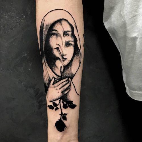 Surreal duel portrait tattoo by Bruscio Prado #BruscioPrado #ladytattoos #blackandgrey #portrait #lady #surreal #melting #darkart #rose #silhouette #hands #illustrative