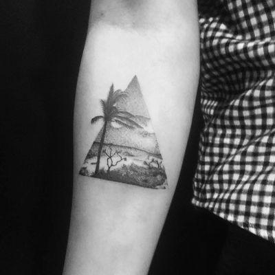 Paisagem por Willian Ryzyk! #WillianRyzyk #tatuadoresbrasileiros #paisagem #triangle #landscape #triângulo #dotwork #pontilhismo