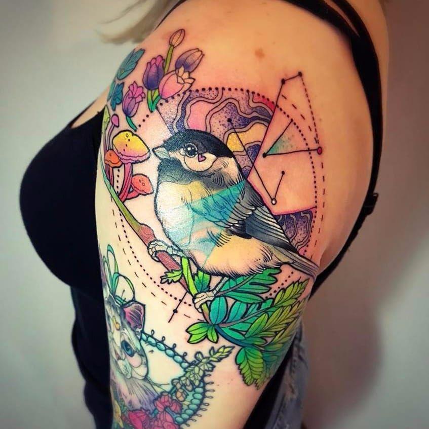 Olha o passarinho #KatieShocrylas #kshocs #tatuagemcolorida #colorfultattoo #gringa #passarinho #bird #flores #flowers #cogumelo #moshroom #galho #folhas #dotwork #pontilhismo