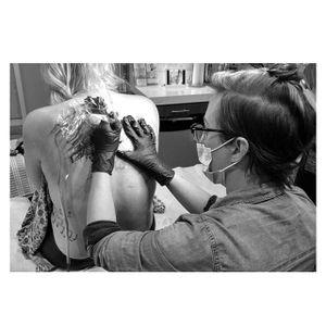 Artist Justine Serebrin, owner of Earth Altar Studio, at work (via IG-earthaltarstudio) #artist #tattooartist #spiritual #ceremony #readings #JustineSerebrin #EarthAltarStudio