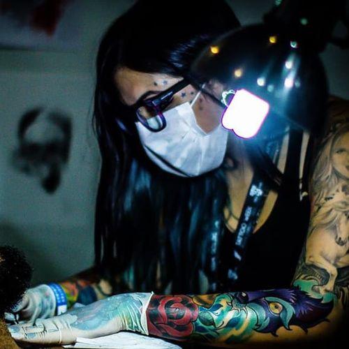 A artista Marcella Alves Tattoo Week de 2016, foto por Guilherme Mesquita | Tattuagem Multimídia #TattooWeek #TattooWeekRio #RiodeJaneiro #convenção #ConvençãoDeTatuagem #evento #TattuagemMultimidia #MegaWartz #KingSeven