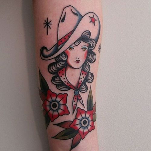 A charming little cowgirl and some flowers by Vic James (IG—vic_james_). #cowgirl #ladyhead #traditional #VicJames
