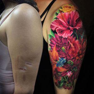 Beautiful scar coverup by Jamie Schene via @jamie_schene #coverup #floral #realistic #realism #JamieSchene