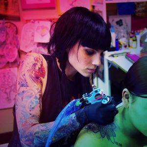 Katie Shocrylas ou simplesmente KShocs#KatieShocrylas #kshocs #tatuagemcolorida #colorfultattoo #gringa