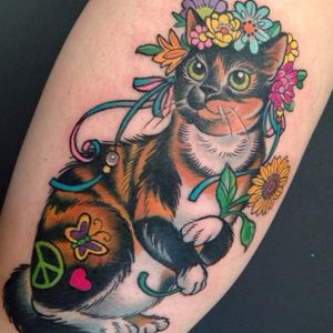 Hippie cat by Kim Saigh. #peace #peacesymbol #hippie #cat #flowers #neotraditional #KimSaigh