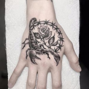 Scorpion, rose and wire by Lara Scotton #LaraScotton #blackandgrey #traditional #oldschool #barbedwire #rose #leaves #thorns #flower #scorpion #animal #insect #tattoooftheday