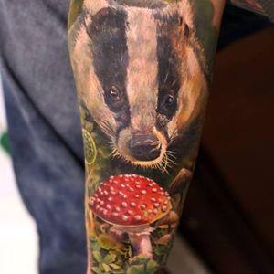 Photo-Realistic Badger Tattoo By Iwan Yug #badgertattoo #mushroomtattoo #IwanYug #photorealistictattoos #realistictattoos #3Dtattoos