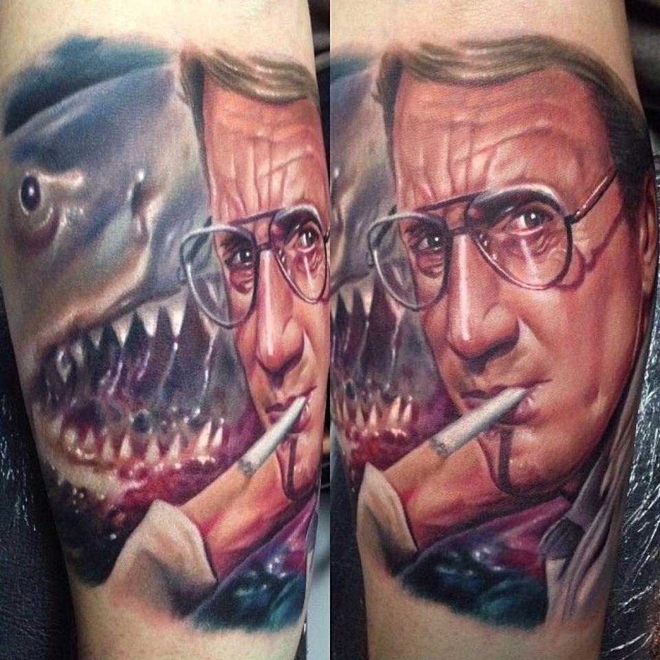 O sucesso atemporal Tubarão #PaulAcker #ClassicosDoCinema #Filmes #movies #classicmovies #cinema #Tubarao #Jaws #shark #realism #realismo #nerd #geek #mar #sea #cigarro #cigarette #oculos #glasses