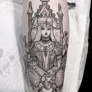 Fairy Queen by Anka Lavriv #AnkaLavriv #blackandgrey #linework #fineline #dotwork #illustrative #princess #queen #crown #costume #flowers #jewelry #lady #portrait #anatomicalheart #swords #throne #tattoooftheday