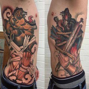Lannister vs Stark tattoo by Mitchell Allenden. #GOT #gameofthrones #tvshow #lannister #stark #lion #wolf