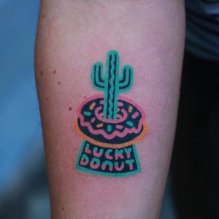 #ZzizziBoy #gringo #tradicional #neon #handpoke #colorido #colorful #cacto #cactus #donut #doce #candy #comida #food