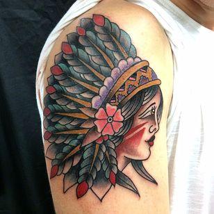 Que índia linda! #tradicionalamericano #oldschool #tradicarioca #JoaoMeneghetti #tatuadoresdobrasil #india #cocar #indigena