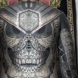 An incredibly detailed and geometric skull from Jondix's (IG—jondix) portfolio. #blackandgrey #Jondix #largescale #sacredgeometry #skull