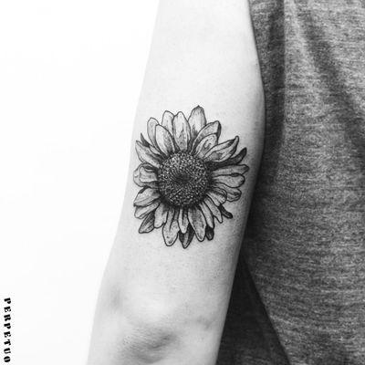 Girassol! #PerpetuoTattoo #BernardoBoni #RioDeJaneiro #fineline #blackwork #designer #TatuadoresDoBrasil #girassol #sunflower