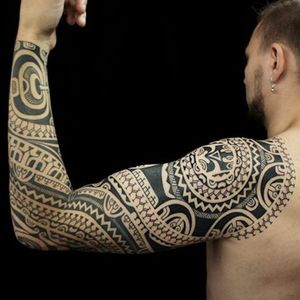 Polynesian sleeve. #DmitryBabakhin #Polynesian #polynesiantattoo #sleeve #blackwork #black #negativespace #symmetrical