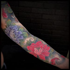 Floating peonies by Matt Beckerich #MattBeckerich #peonies #asian #dotwork #color #leaves #tattoooftheday