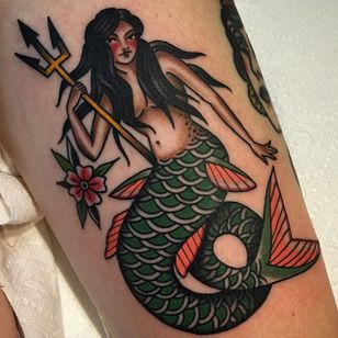 Mermaid Tattoo by Becca Genné-Bacon #mermaid #traditionalmermaid #oldschoolmermaid #traditional #classic #pinup #BeccaGenneBacon