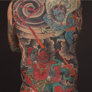 Rodrigo Melo's back-piece of Raijin and Fujin (IG—rodrigomelotattoo). #Fujin #Irezumi #Japanese #Raijin #RodrigoMelo #traditional