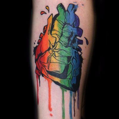 Coração anatômico com as cores do arco-íris #OrgulhoGay #GayPride #OrgulhoLGBT #ParadaGay #GayParade #preconceitoNao #amorlivre #freelove #coraçãoanatomico #anatomicalheart #heart #coração #rainbow #arcoiris