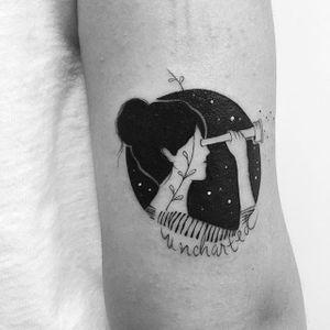 Fine line woman with a telescope tattoo by Bru Simões. #BruSimoes #fineline #woman #feminine #lovely #feminism #subtle #illustration #drawing #blackwork #dotwork #dreamer #telescope #negativespace #space #galaxy