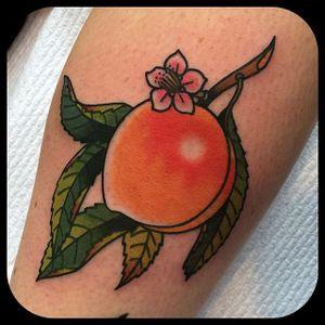 Peach. (via IG - leonienewtattoos) #LeonieNew #Traditional #TraditionalTattoo #peach #fruit