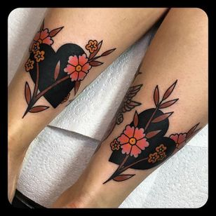 Hearts and Flowers by Leonie New (via IG-leonienewtattoos) #traditional #color #LeonieNew #ChapelTattoo