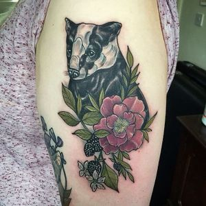 Badger, helleborne, blackberries and blossoms. Tattoo by Lydia Hazelton. #neotraditional #flower #berries #helleborne #blossoms #blackberries #badger #LydiaHazelton